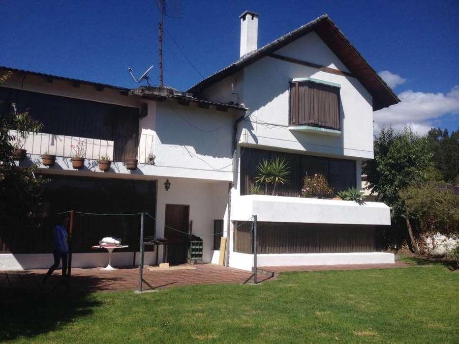 Casa de venta en Los Chillos, Urbanización Club Los Chillos