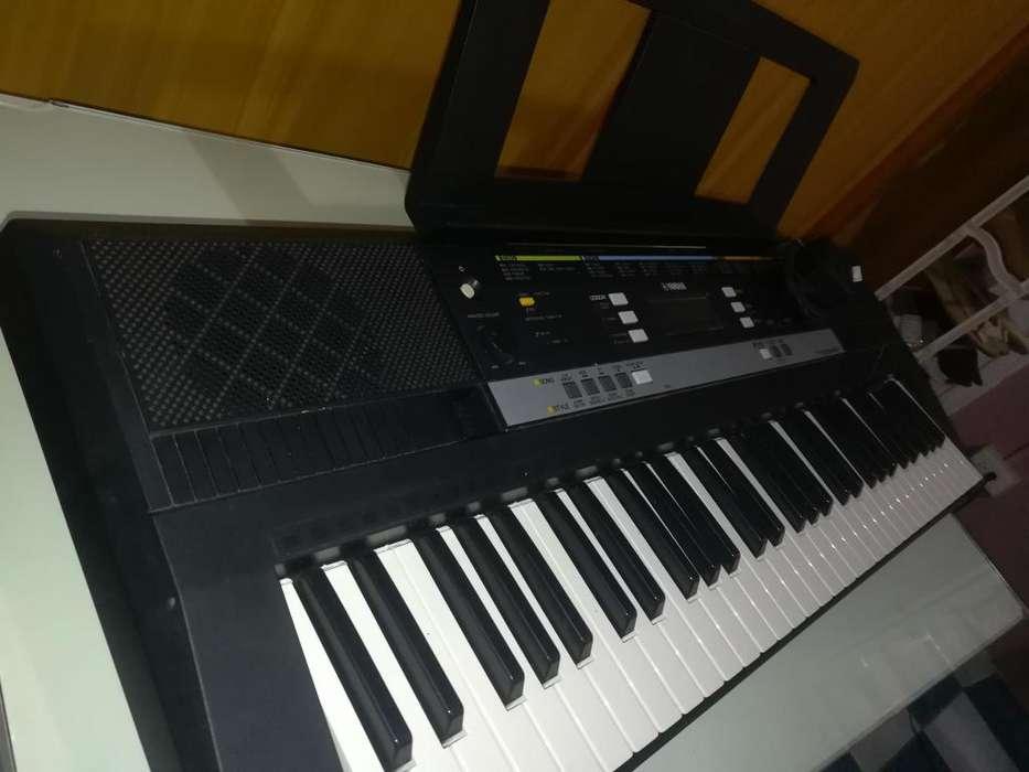 Piano Yamaha Psr E243 con Caja Y Todo.