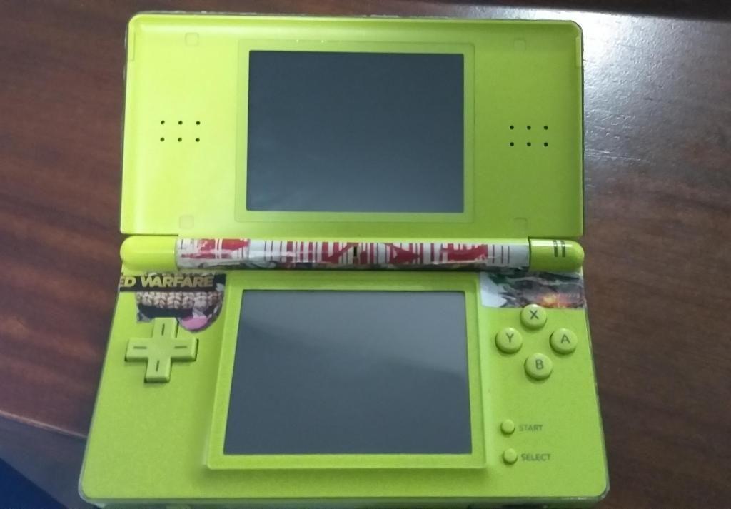 Nintendo Ds verde lima