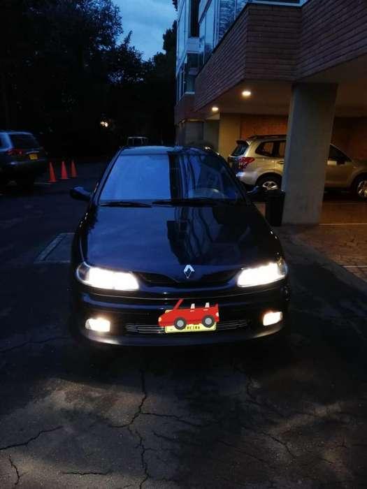 Renault Laguna  2000 - 8000 km