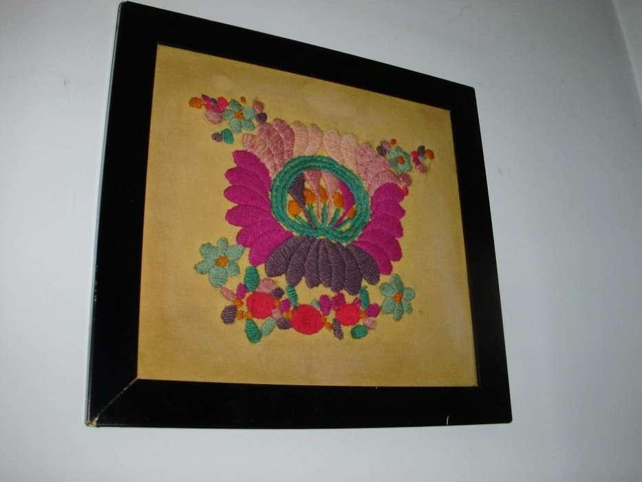 Cuadro de tela bordado vintage