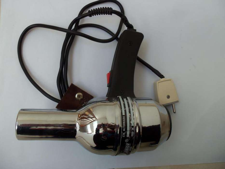 Secador de cabello 700 pesos 1100 watts de potencia ,cuerpo de metal