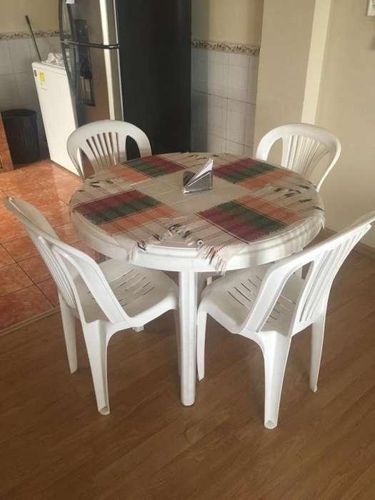Comedor plástico Pika con 4 sillas