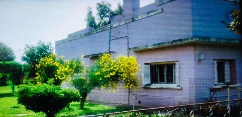 Casa en Villa Mirasol sobre Leandro N. Alem 830.