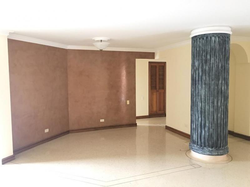 Apartamento En Venta En Medellin Laureles Cod. VBBER1161