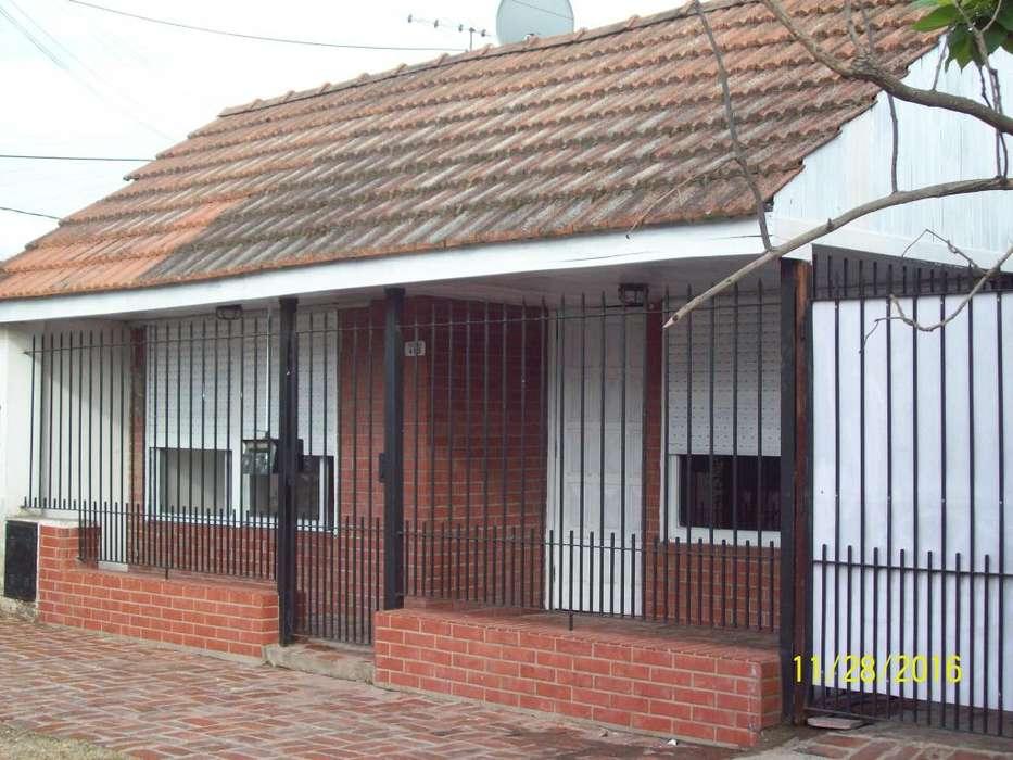 Alquilo V centenario (banfield oeste) casa 3 ambiente c entrada auto