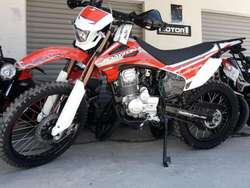 Oferta por Fin de Mes--Daytona Scorpion 250