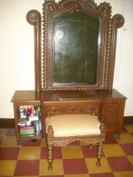 Muebles antiguos madera tallada (2 camas-1 tocador-2 nocheros)