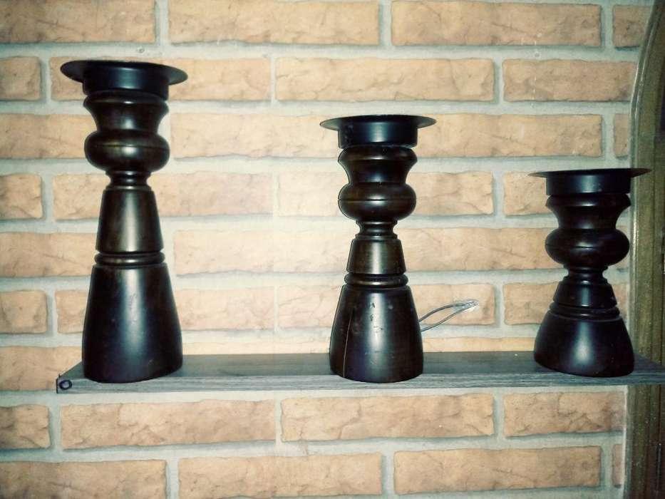 Trio de Candelabros en Fina Madera