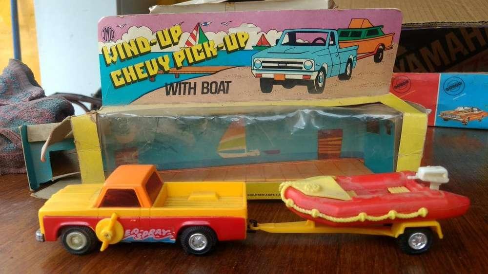 Camioneta con trailer a cuerda años 70