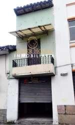 Se Vende Linda Casa con un Local en Avenida, Centro de Cuenca, cerca a la Miguel Velez.