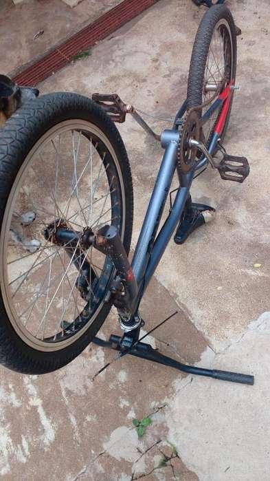 Bicicleta Aurora Freedtyle 200