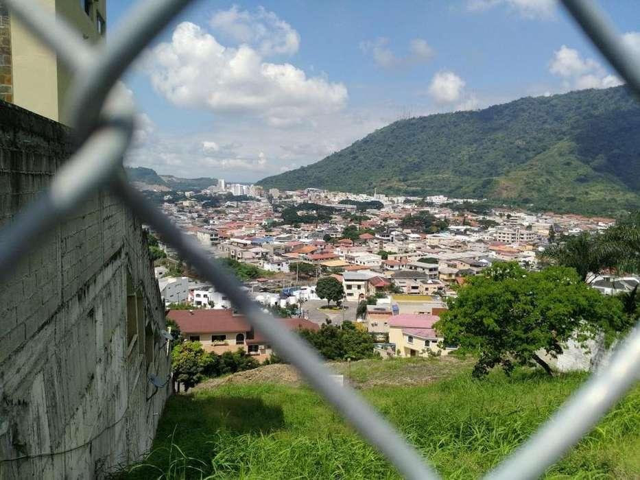 Terreno en desnivel que da a dos calles en La Cumbre