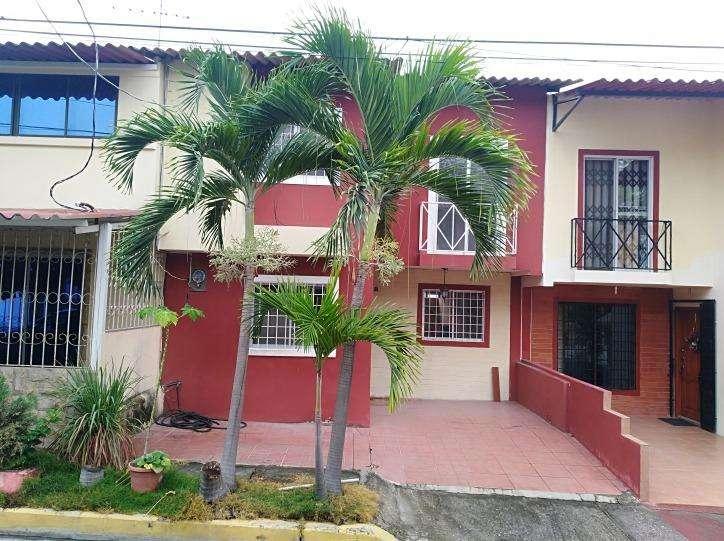Cod# 123 Alquiler de Casa en Colinas del Sol Cerca de Mucho Lote, Caracol, Peca Sector Via Daule