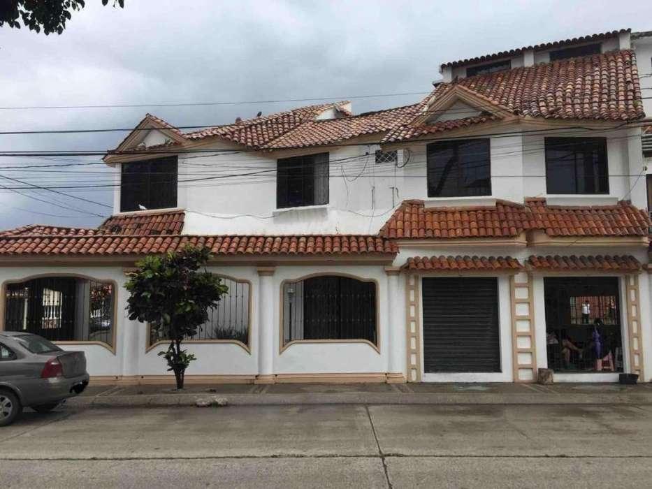 Vendo casa en Guayacanes con dos locales comerciales