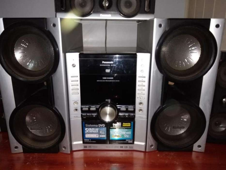 Equipo de Audio Panasonic Bandeja 5CD - DVD doble Cassette