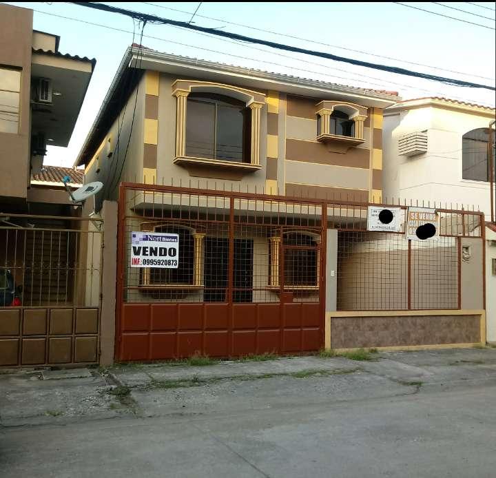 Venta de casa en la Cdla. La Garzota. Norte de Guayaquil, en unos de los mejores lugares del norte.