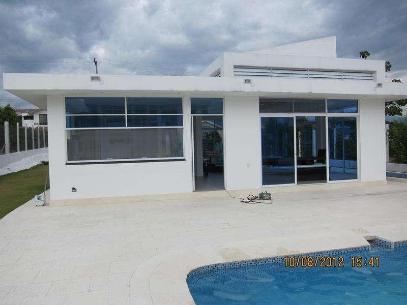 Casa en Arriendo Chinauta. Linda casa en conjunto cerrado, casa de dos plantas con piscina, jacuzzi. 56787