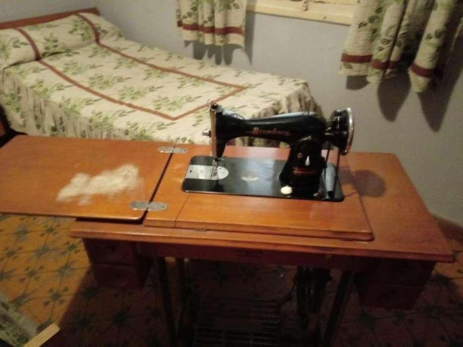 Maquina de coser Bromberg 1960