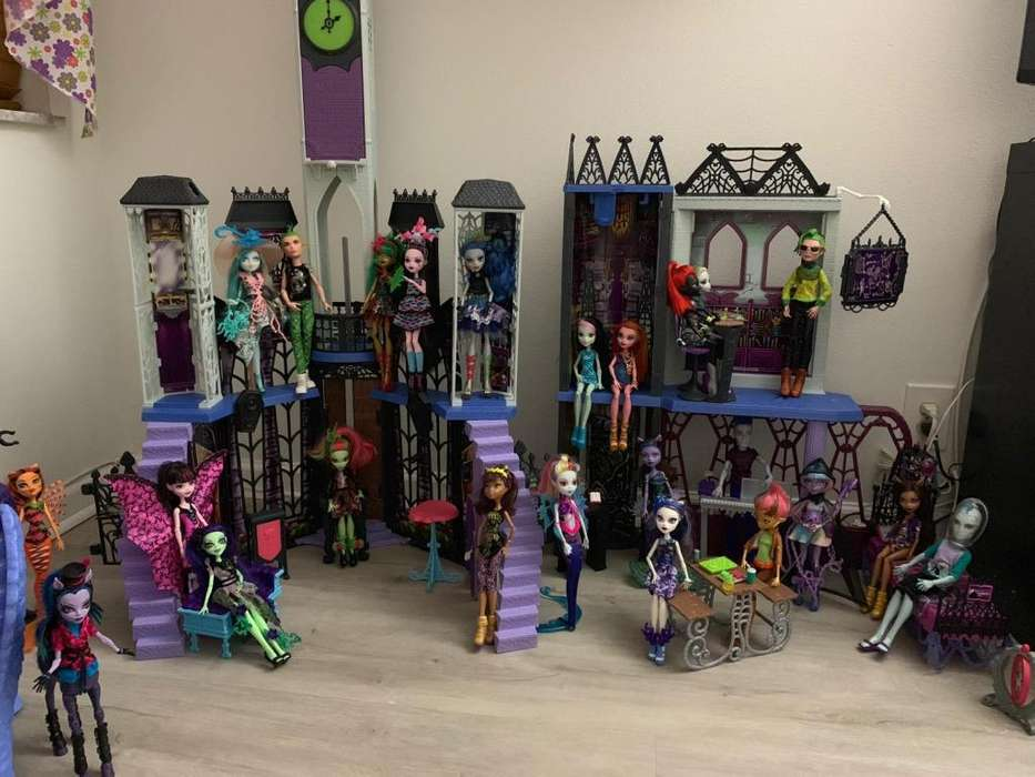 castillo escuela de Monster High