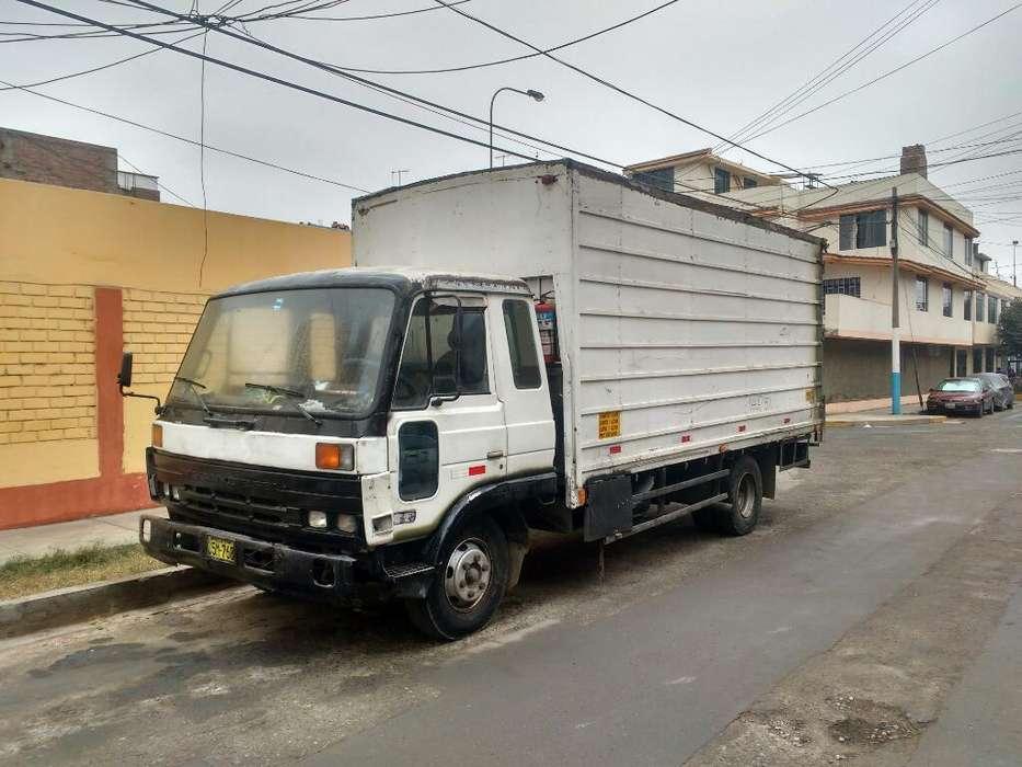 Nissan Condor Camion