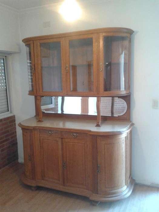 Mueble antiguo, aparador.