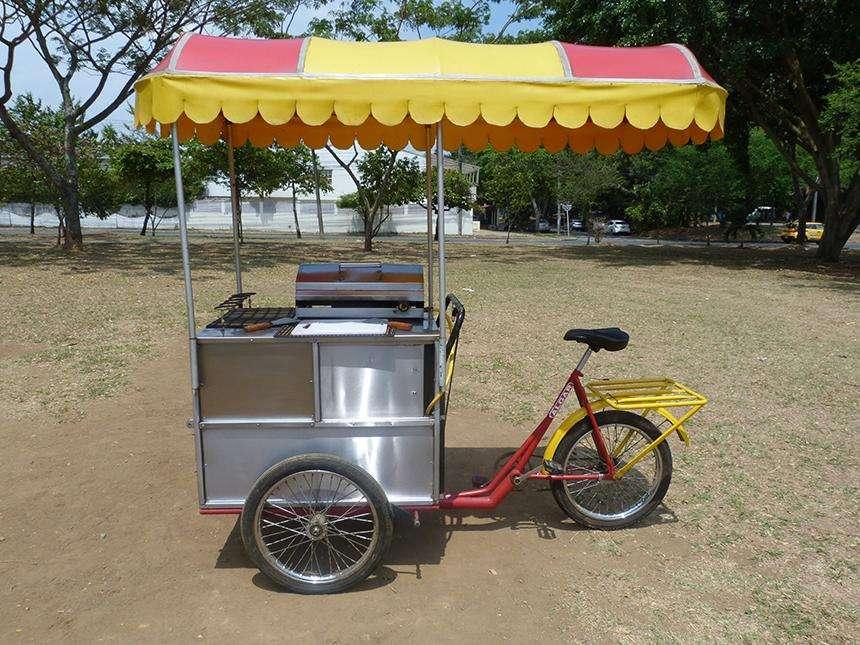 Triciclo con cajon metalico, parrilla, pipa de gas, juego de espatulas
