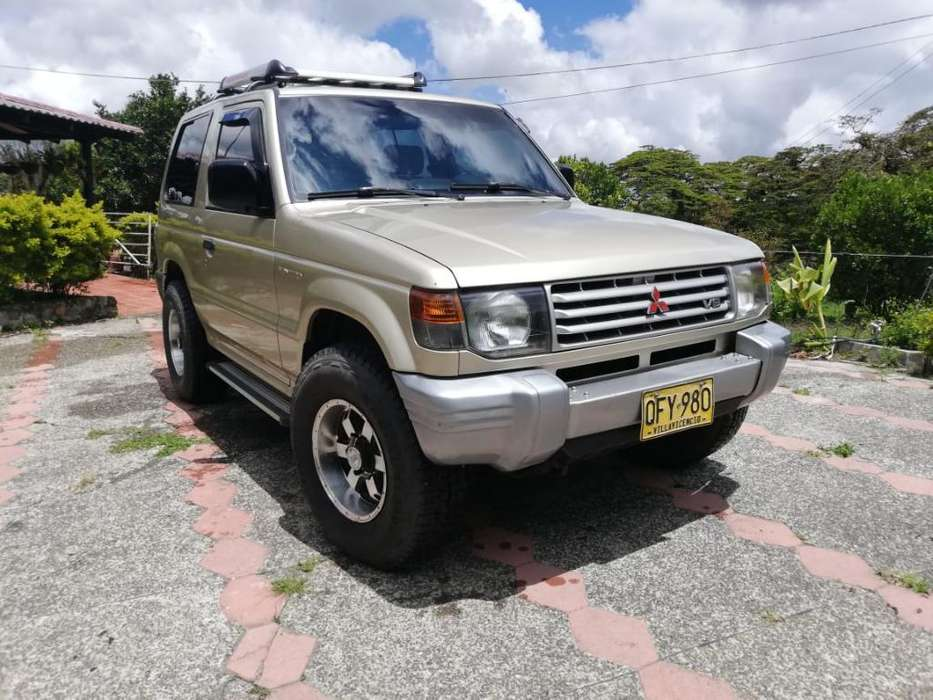 Mitsubishi Montero 1999 - 40000 km