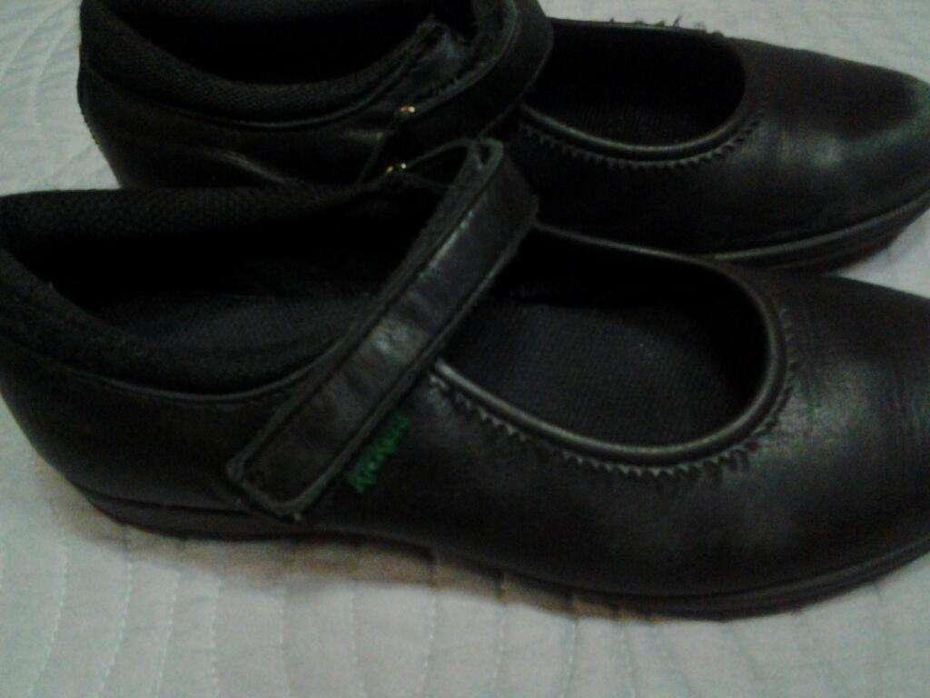 Zapatos Negros Escolares Kickers 33