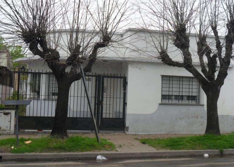 Casa en Venta Calle Matienzo N837 entre calle Monroe y Cevallos, facil acceso a 800 mts. Autopista