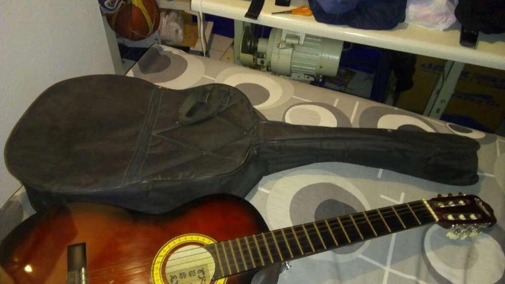 Remato Guitarra con Funda Acolchada