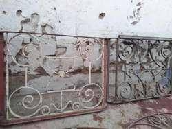 Antiguo Balconcillo Y Teja Republicana