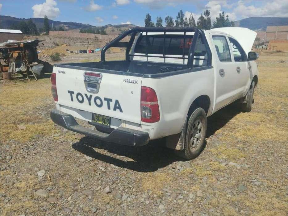 Ocacion remato camioneta toyota hilux 2012