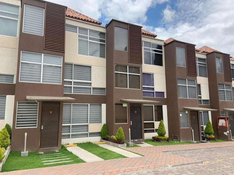 En Venta hermosa casa de 3 plantas, sector Amagasí del Inca, Área 120 m²