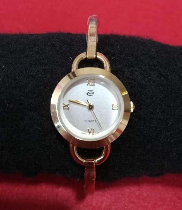 Elegante Reloj Esika.