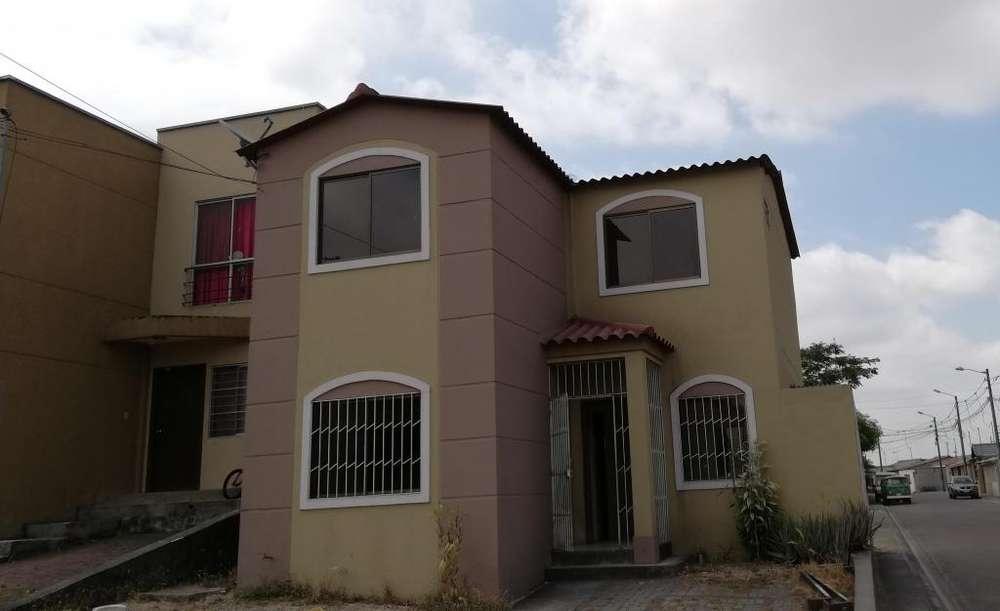 Casa esquinera de alquiler en las primeras etapas de la Joya, 4 dormitorios