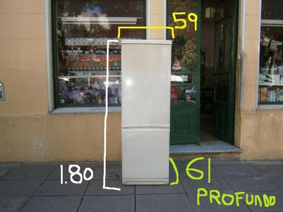 heladera Electrolux con freezer