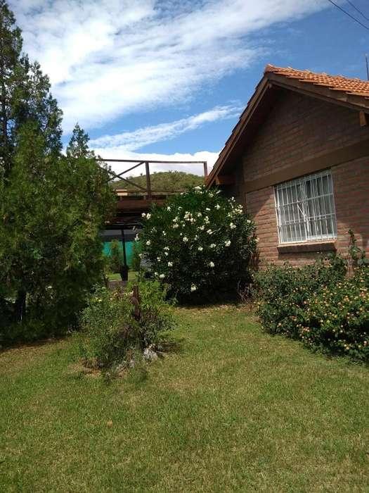 Casa con pileta cerca centro