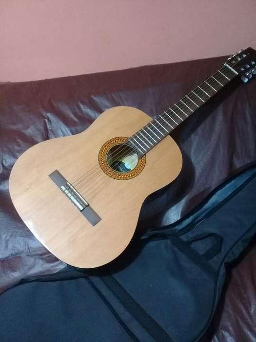 Vendo Urgente Guitarra Criolla