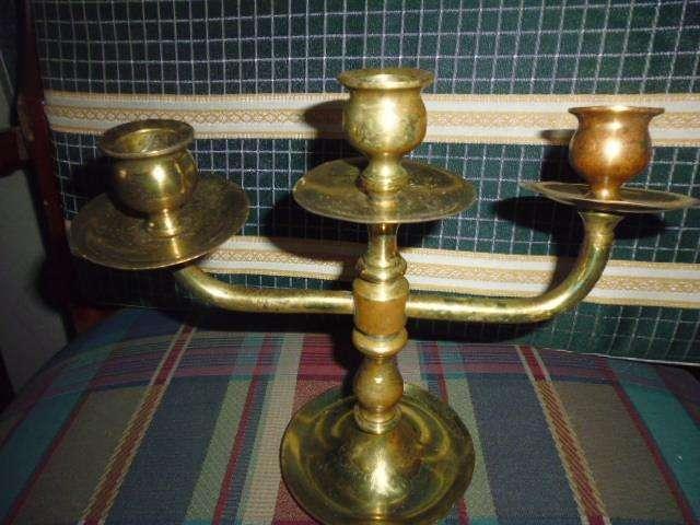 Candelabro de tres velas en bronce antigua 3122802858