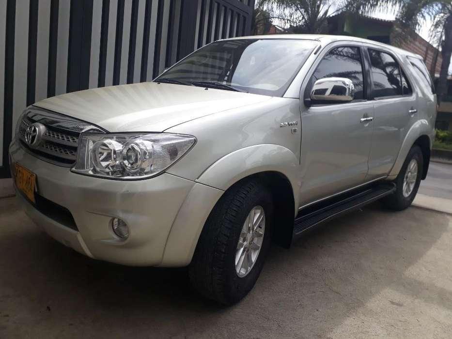 Toyota Fortuner 2010 - 144528 km