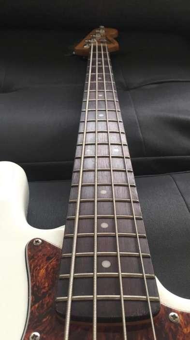 Vendo Jazz Bass Squier de Fender Vintage
