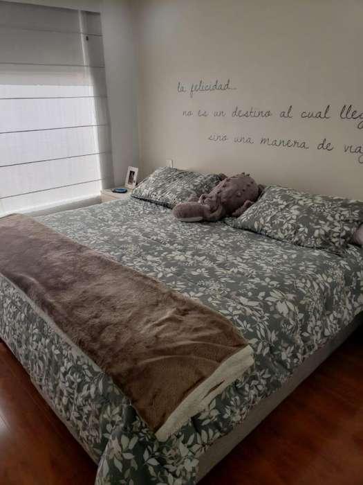 Oportunidad Cama 2x2 Premium. Especial para Descansar con 4 almohadas