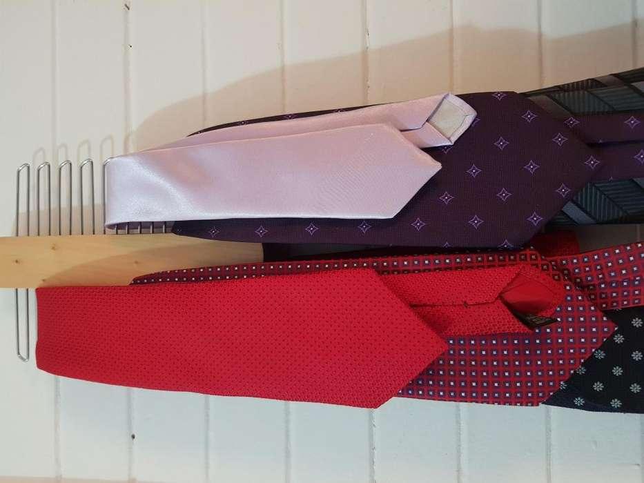 Corbatas y corbatero
