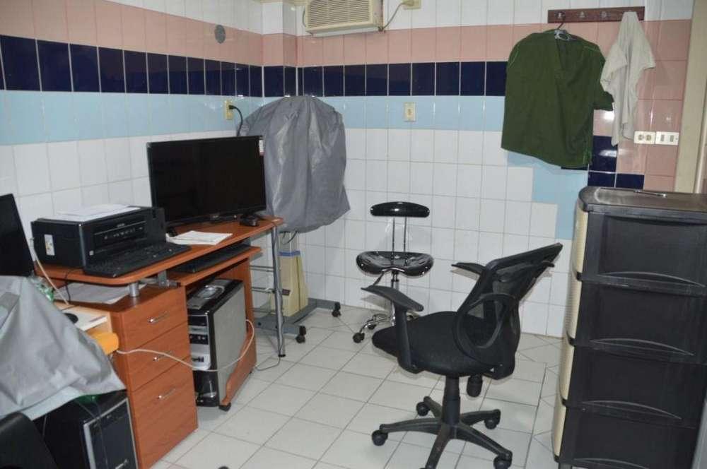 Consultorio de Venta, Luis Urdaneta y García Moreno, Centro de Guayaquil