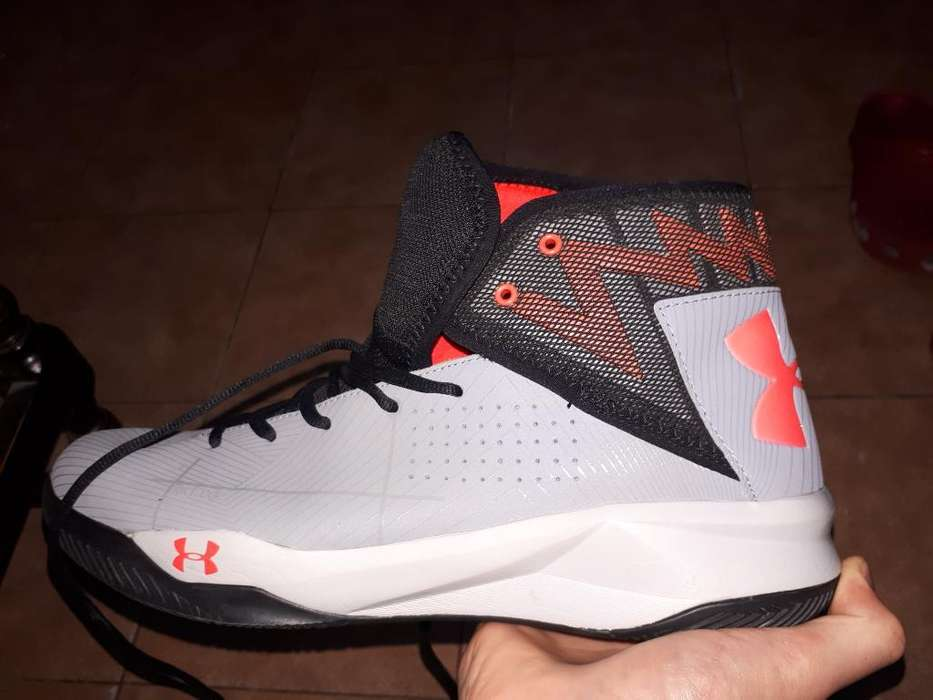 Vendo Zapatilla Under Armour Básquet