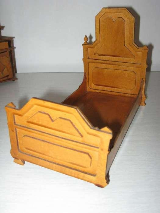 Juego de dormitorio de juguete tallado en madera 400