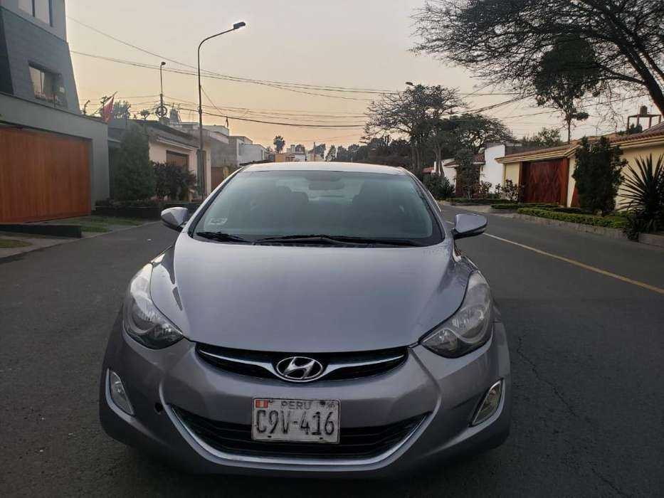 Hyundai Elantra 2012 - 6800 km