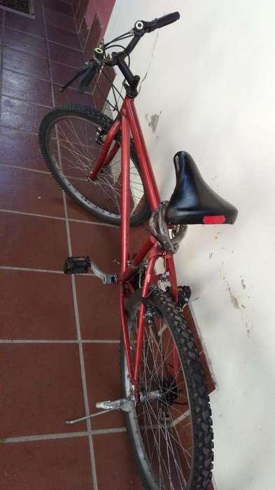!!!BICICLETA RODADO 26 COLOR ROJO. MUY BUEN ESTADO!!!