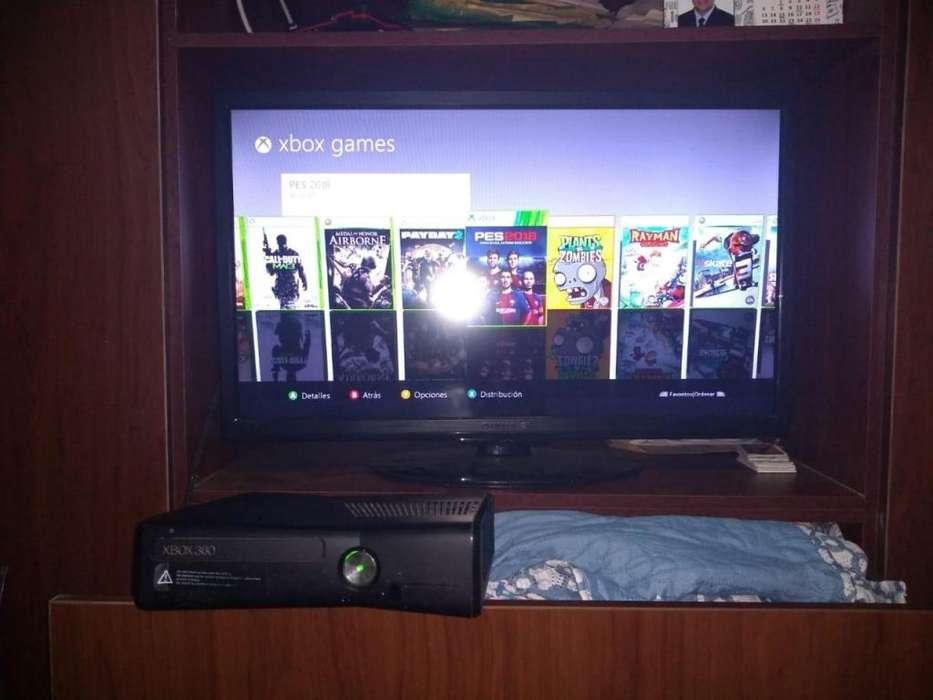 VENDO Xbox 360 Slim Poco Uso Juegos Integrados. 2 controles
